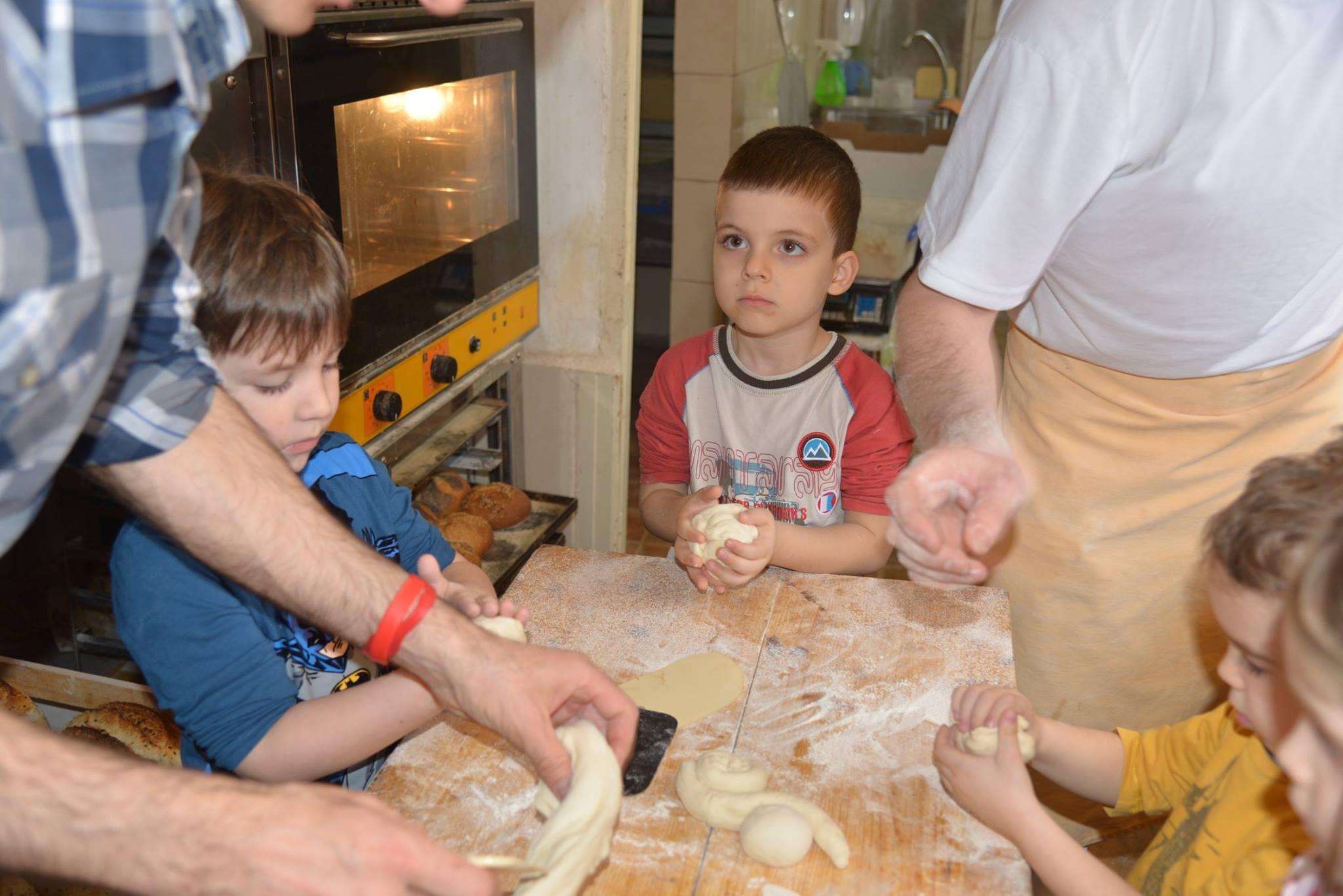 activitatisciale-scoalaaltfel-apr2015_17
