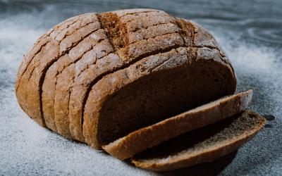 """Cum se """"fabrică"""" pâinea neagră!"""